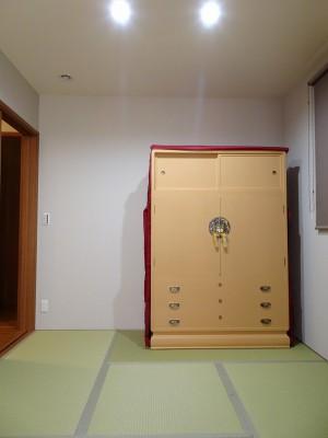 大阪泉州桐箪笥 胴厚一寸天地丸衣装箪笥のエンジの油単6