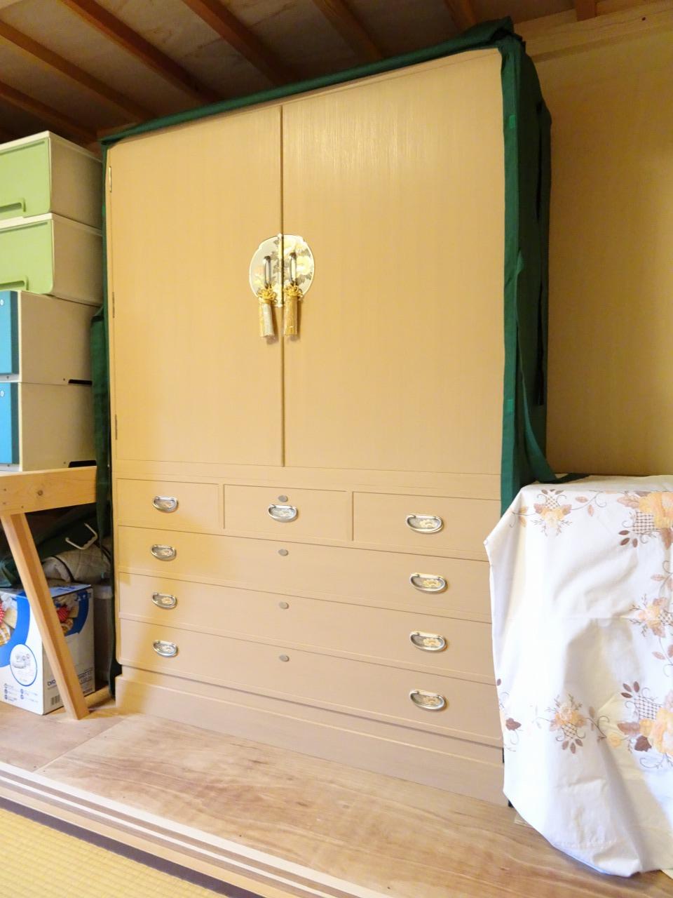 貝塚市のH様ご依頼の大阪泉州桐箪笥初音の家具 こだわりの総桐開け衣装箪笥をお届けいたしました。