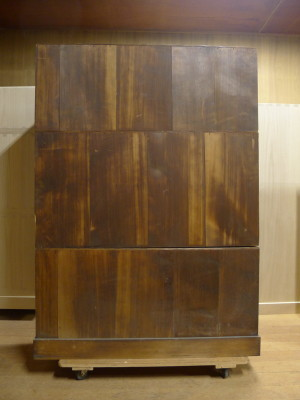 初音家具 こだわりの桐箪笥洗い 三つ重ねの桐衣装箪笥 洗い前 背板