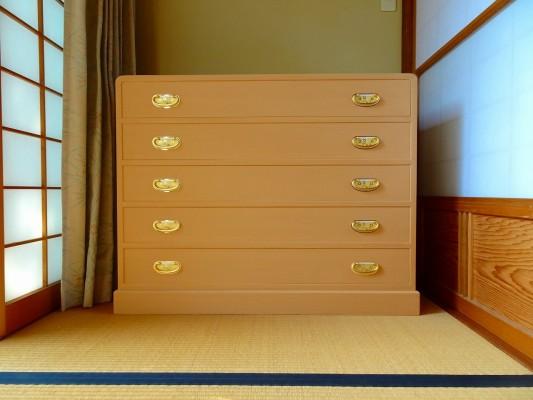 和泉市のM様に大阪泉州桐箪笥 総桐天丸五段引出し箪笥をお届けさせていただきました。