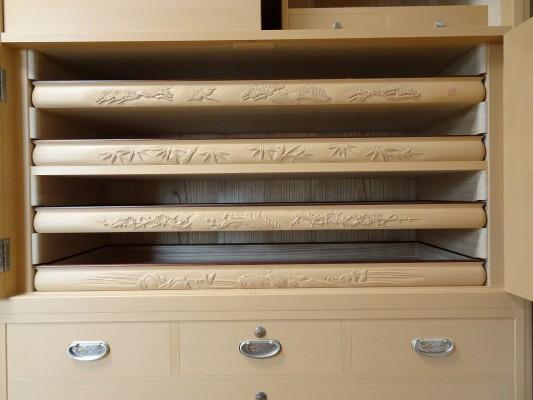 大阪泉州桐箪笥の最高級 総桐胴丸総無垢衣装箪笥開き戸内部
