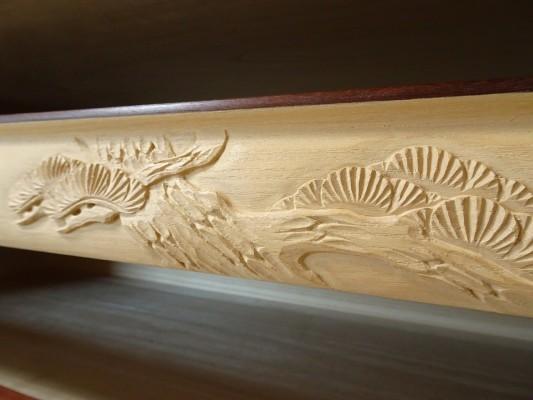 大阪泉州桐箪笥の最高級 総桐胴丸総無垢衣装箪笥の彫刻のお盆松