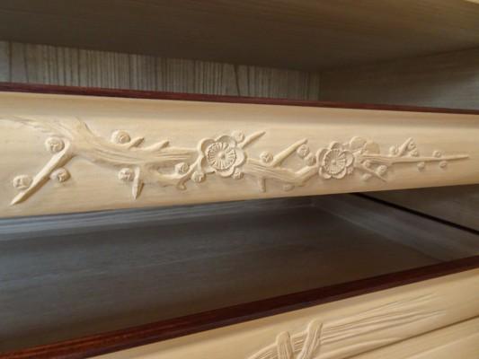 大阪泉州桐箪笥の最高級 総桐胴丸総無垢衣装箪笥の彫刻のお盆4