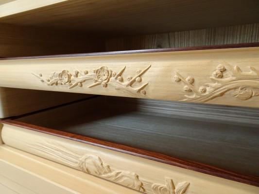 大阪泉州桐箪笥の最高級 総桐胴丸総無垢衣装箪笥の彫刻のお盆5