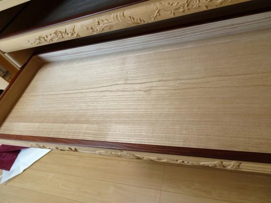 大阪泉州桐箪笥の最高級 総桐胴丸総無垢衣装箪笥の彫刻のお盆