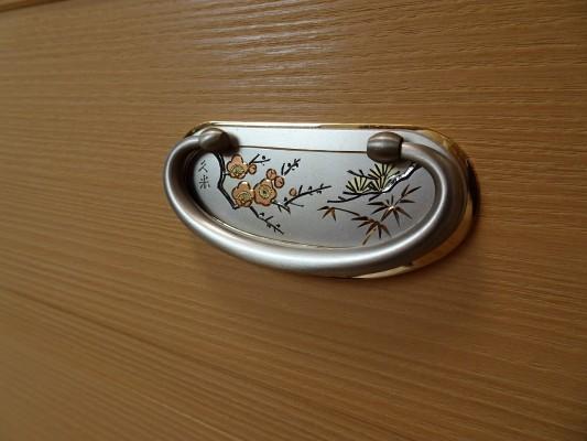 大阪泉州桐箪笥の最高級 総桐胴丸総無垢衣装箪笥の引手金具