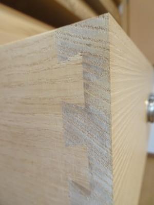 大阪泉州桐箪笥の最高級 総桐胴丸総無垢衣装箪笥の無垢引出し