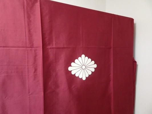 大阪泉州桐箪笥の最高級 総桐胴丸総無垢衣装箪笥の正絹の油単