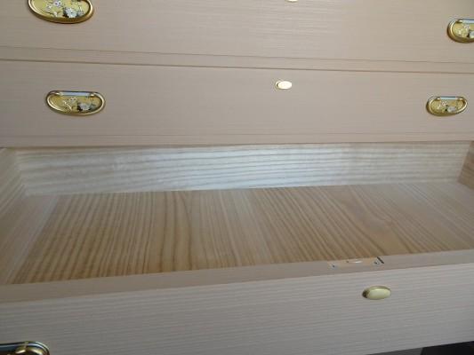 大阪泉州桐箪笥 総桐小袖衣装箪笥の良質光沢ある桐材7