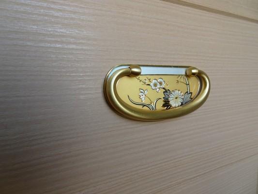 大阪泉州桐箪笥 総桐小袖衣装箪笥の手打ち金具2