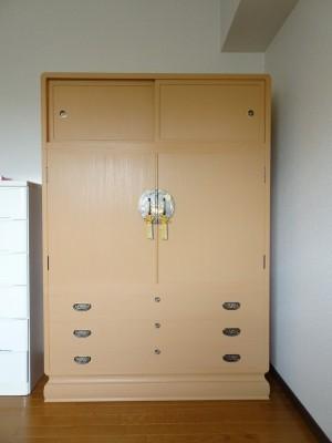 豊中市のM様に大阪泉州桐箪笥 最高級 宮型葵三つ重ね衣装箪笥をお届けさせていただきました。