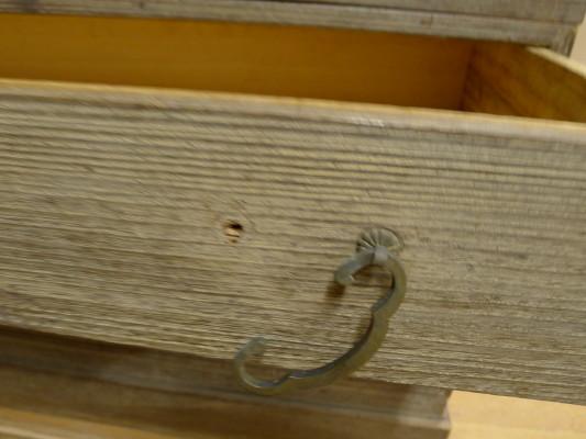 初音家具 こだわりの桐箪笥洗い 三つ重ねの桐衣装箪笥 洗い前 引戸破損アップ