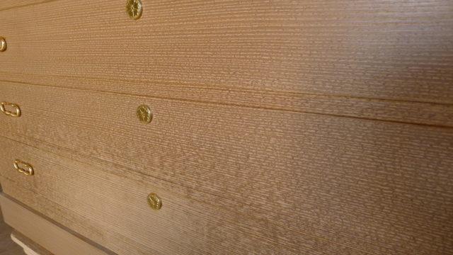 桐の松山製の総桐三つ重ね衣装箪笥の洗い前 引き出しアップ