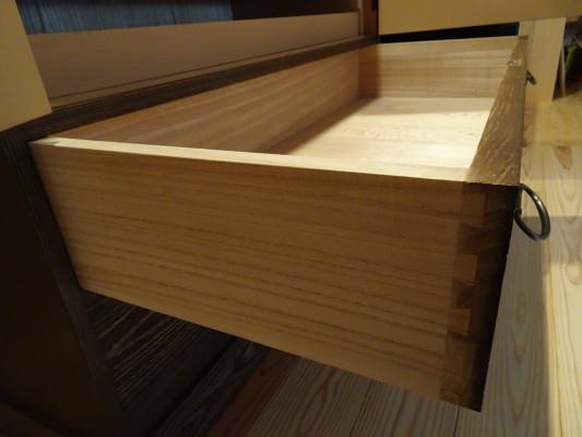 大阪泉州桐箪笥 焼桐衣装箪笥の引出し側面
