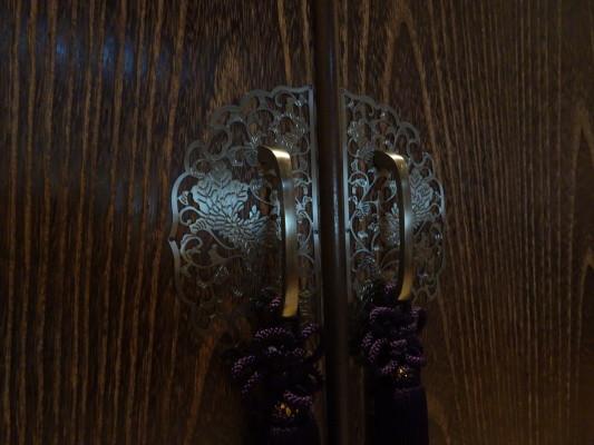 大阪泉州桐箪笥 焼桐衣装箪笥の前飾り