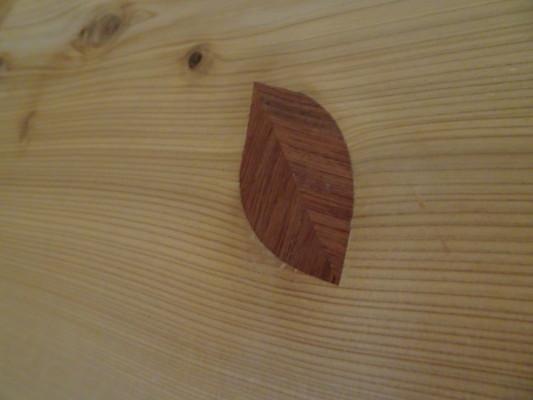 こだわりの杉無垢材のダイニングテーブルの入れ木