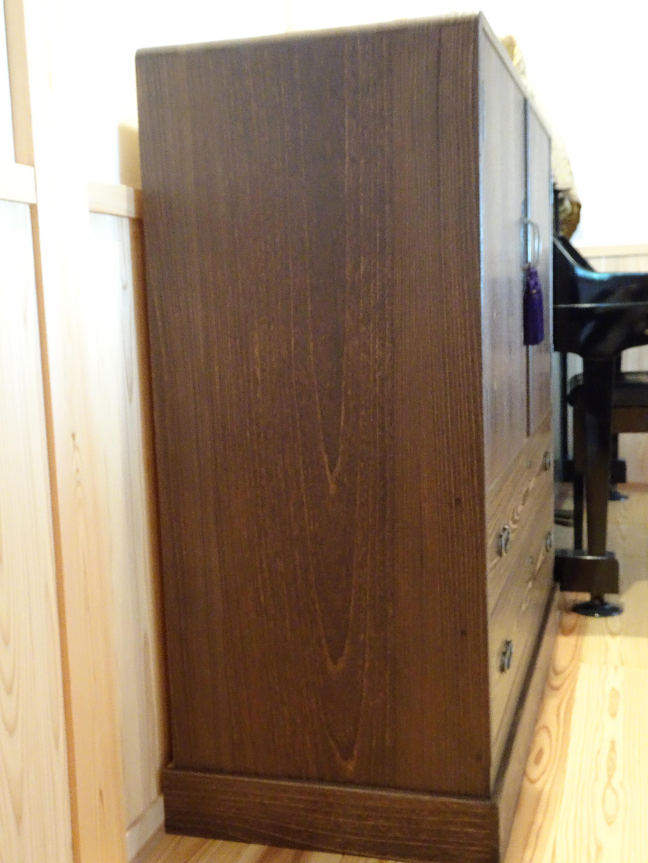 大阪泉州桐箪笥 焼桐衣装箪笥の側面桐板