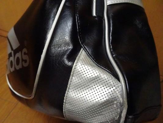 前のアディダスのバッグのすり傷