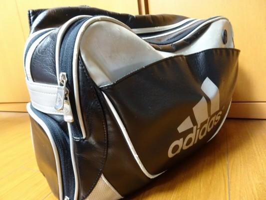 前のアディダスのバッグ