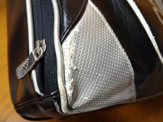 前のアディダスのバッグの傷