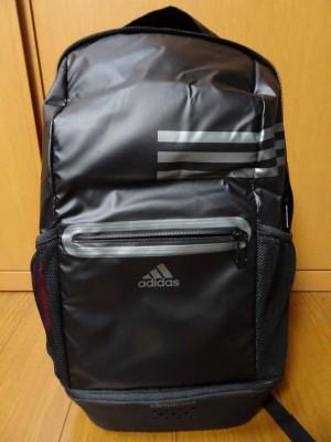 アディダスの新しいスポーツバッグ