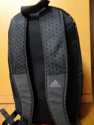 アディダスの新しいリュック型スポーツバッグ