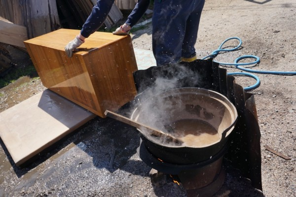 大阪泉州桐箪笥 初音の桐たんすの工房桐箪笥の洗い