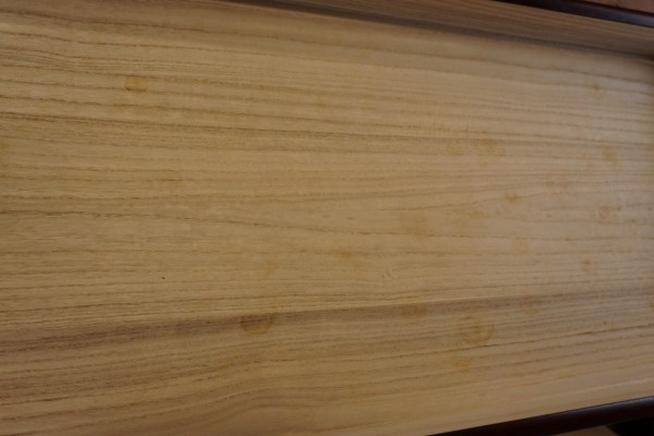 桐たんすのお盆の底板のカビ