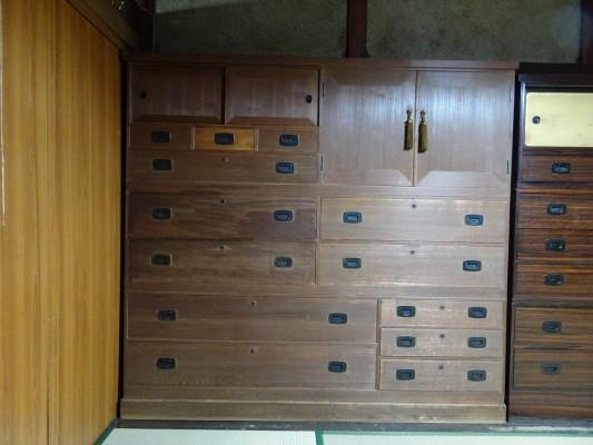堺市のM様ご依頼の桐の間箪笥の洗い修理の納品事例のご紹介です。