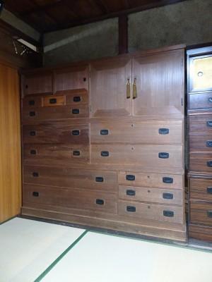 堺市のM様の桐タンスの洗い修理まえ写真