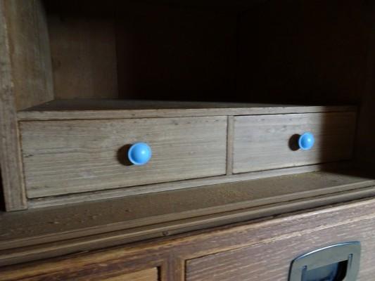 堺市のM様の桐の間たんすの洗い修理まえのつまみ金具