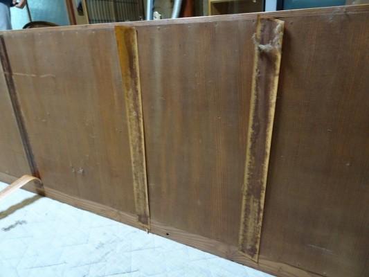 堺市のM様の桐の間たんすの洗い修理まえの背板
