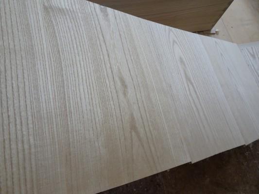大阪泉州桐箪笥 田中家具製作所の良質な艶と光沢感の桐材