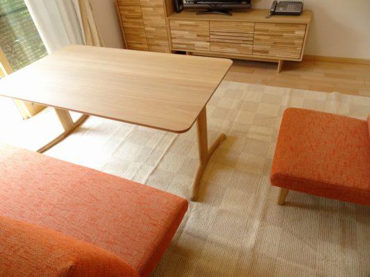 カリモク 品番:テレビボード QT5017ME-J、キャビネット QT2515E000、テーブル DT8811E564、三人掛け椅子 CD5903E524、一人掛け椅子 CD5905E524