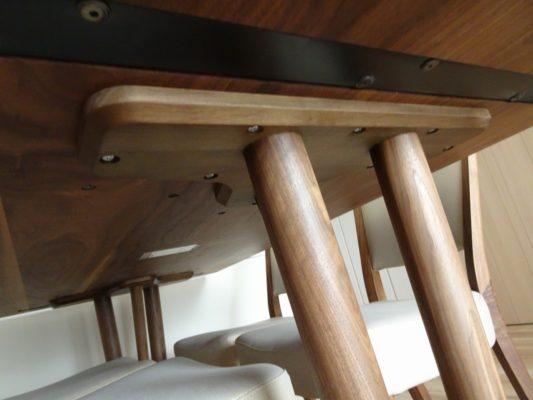 カリモク品番:ダインイングテーブル DU5835R000、ダイニングチェアー CT8365R564