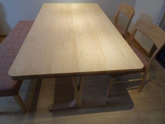 カリモク品番:ダイニングテーブル DU5815P909、ダイニングチェアー CT5355P462、ベンチタイプチェアー CU0857P462