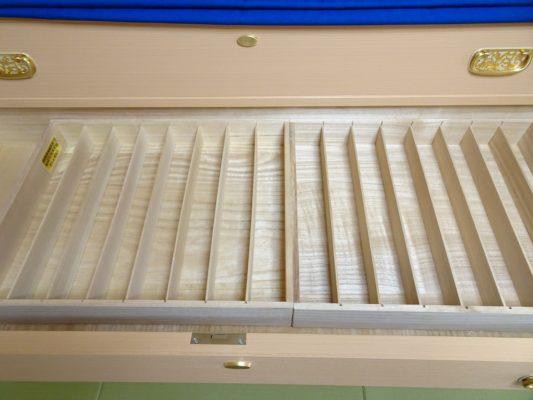 大阪泉州桐箪笥の総桐小袖たんすの引出しの帯締め箱写真