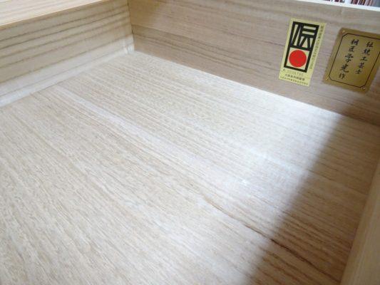 大阪泉州桐箪笥の総桐小袖たんすの引出し