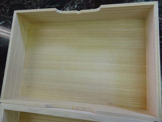 大阪泉州桐箪笥の桐箱蓋の緻密な杢目