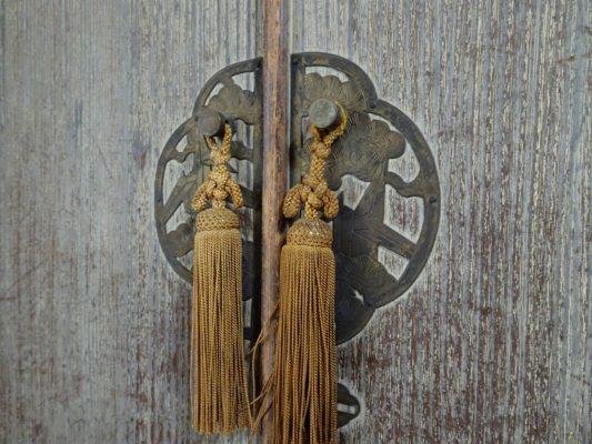 桐たんすの洗い替え後の三つ重ね桐衣装箪笥の前飾り写真