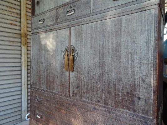 桐たんすの洗い替え前の三つ重ね桐衣装箪笥の写真3