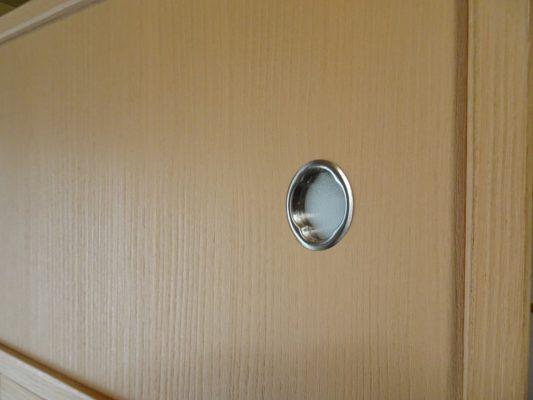 桐たんすの洗い替え後の三つ重ね桐衣装箪笥の引き戸