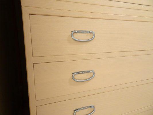 桐たんすの洗い替え後の三つ重ね桐衣装箪笥の下台
