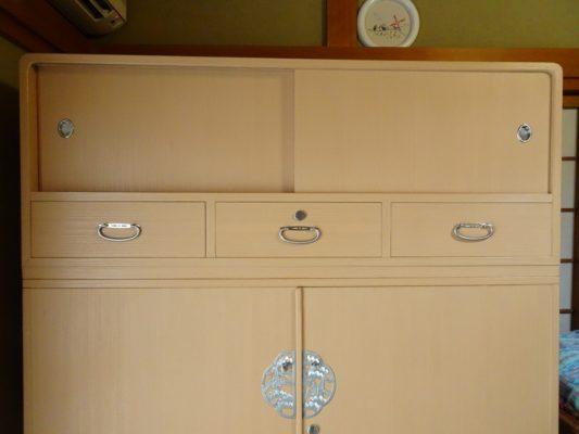 桐たんすの洗い替え後の三つ重ね桐衣装箪笥の上置き