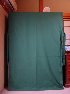 桐たんすの洗い替え後の三つ重ね桐衣装箪笥とグリーン油単