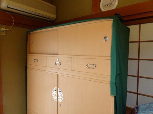 桐たんすの洗い替え後の三つ重ね桐衣装箪笥と油単2
