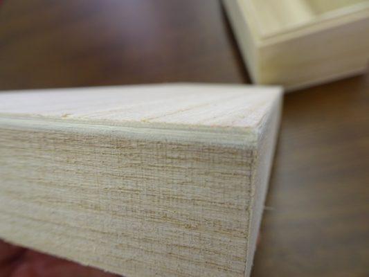 漂白された張り合わせの桐(風)箱のベニヤ