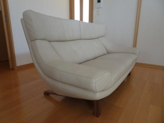 大阪府のM様にカリモク家具のソファー(ZU4662R343)をお届けいたしました。