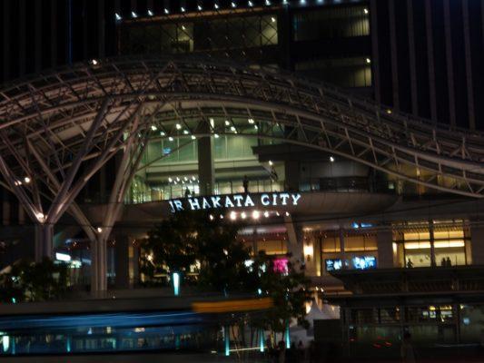夜のJR博多駅