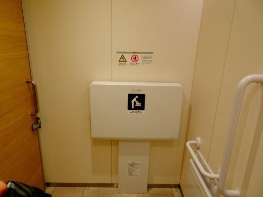 博多 マイングの男性トイレ